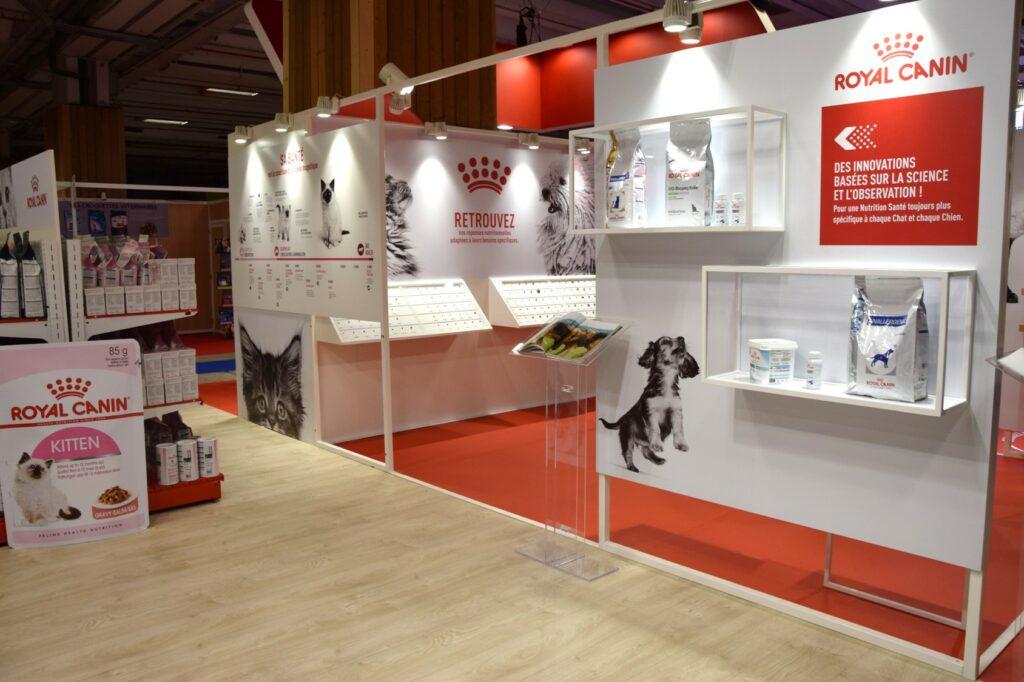 Zoom sur la galerie du stand Royal Canin. Elle permet de mettre en valeur joliment les produits du client